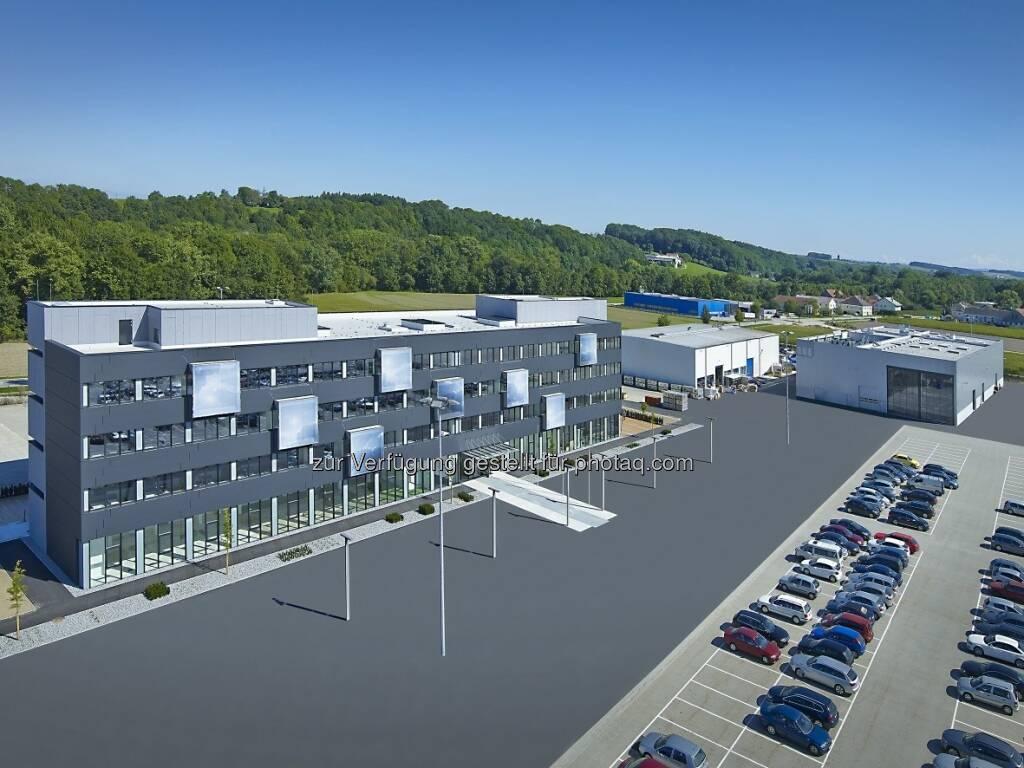 FACC eröffnet am Standort St. Martin/OÖ neues Technologiezentrum und Engineering Test Center. (20.09.2013)