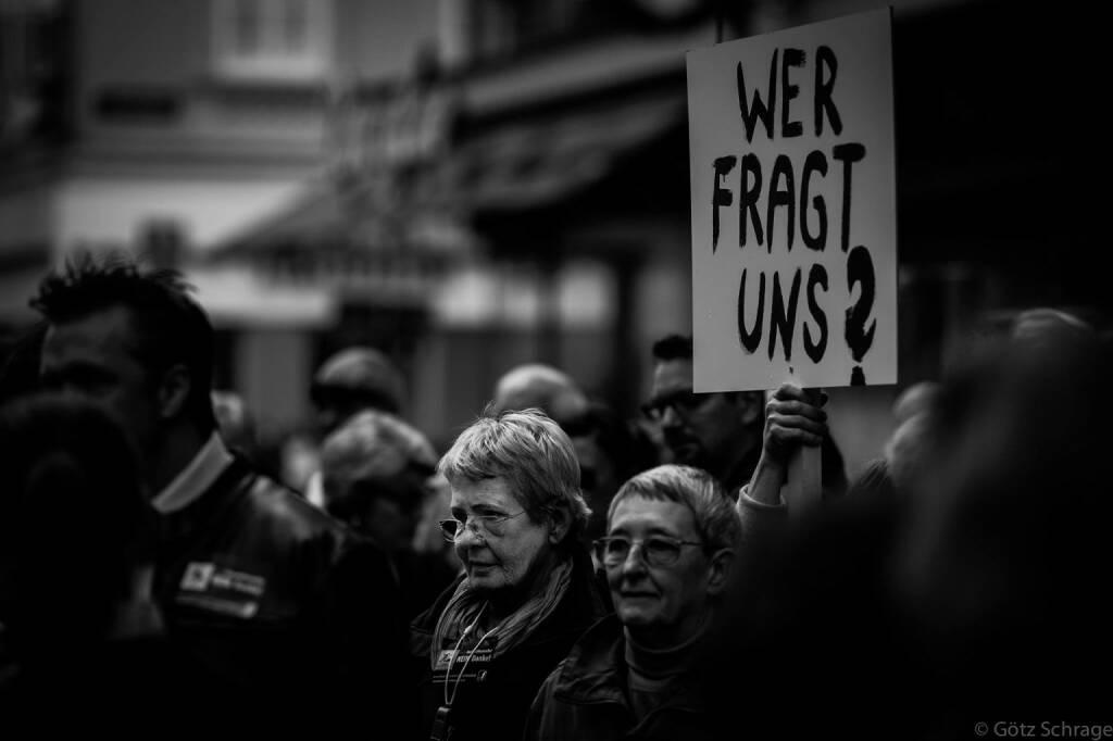 Wer fragt uns? (c) Götz Schrage für Mrs. Vassilakou - Tear down this Wall! https://www.facebook.com/groups/157079997828315/?fref=ts (21.09.2013)