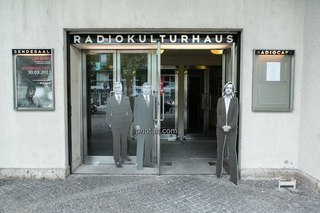 Werner Faymann, Michael Spindelegger, Maria Fekter vor dem Radiokulturhaus (23.09.2013)
