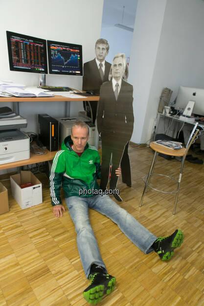 Making Of: Damit Werner Faymann und Michael Spindelegger nicht umfallen, © Politikerfiguren by Neos, Fotos by finanzmarktfoto.at/Martina Draper (23.09.2013)