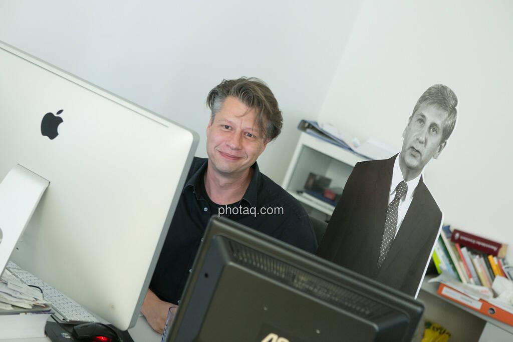 Robert Gillinger, Michael Spindelegger, © Politikerfiguren by Neos, Fotos by finanzmarktfoto.at/Martina Draper (23.09.2013)