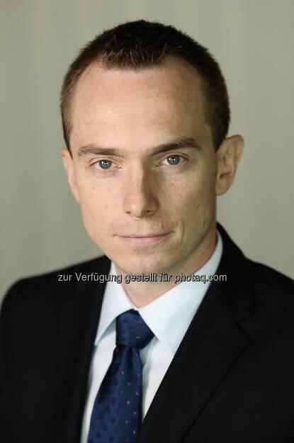 Grzegorz Sielewicz, 33, steigt als neuer Chef-Ökonom für die Region Zentraleuropa ein. Die Coface-Gruppe erweitert ihr Team für wirtschaftliche Analysen und strebt durch die Ernennung von Ökonomen für die wichtigsten Regionen der Welt eine neue internationale Dimension an. (25.09.2013)