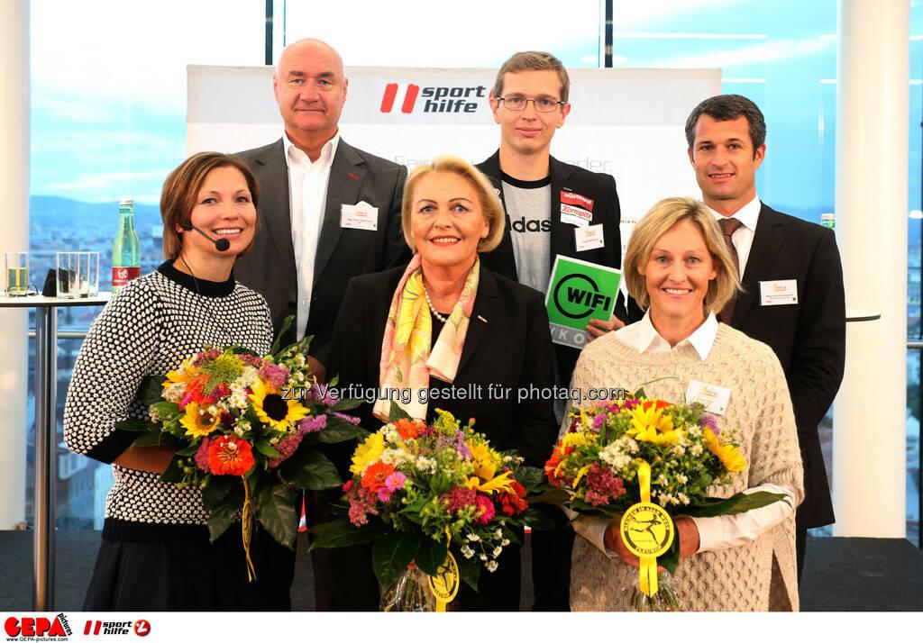Hans Peter Trost (ORF), Guenter Matzinger (AUT), Horst Nussbaumer (hinten von links), Moderatorin Sandra Baierl, Anna Maria Hochhauser (WKO) und Kate Allen (vorne von links). (Foto: GEPA pictures/ Mario Kneisl) (25.09.2013)