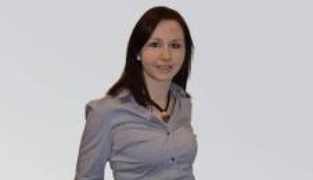 Egger-Sprecherin Manuela Leitner informiert, dass die Egger Holzwerkstoffe GmbH - vorbehaltlich eines günstigen Marktumfeldes-  die Begebung einer Hybridanleihe mit unbegrenzter Laufzeit plant. Der jährliche Zinssatz für die ersten drei Jahre wird aus heutiger Sicht voraussichtlich bei oder um 7,125 % liegen, danach erfolgt die Anpassung des Fixzinssatzes für die folgenden vier Jahre und des variablen Zinssatzes ab dem siebenten Jahr gemäß Anleihebedingungen. Das endgültige Emissionsvolumen, der Fixzinssatz sowie der Emissionskurs werden vor Beginn der Zeichnungsfrist festgelegt und veröffentlicht. Joint Lead Manager der Transaktion sind die Erste Group Bank AG, die Raiffeisen Bank International AG und die UniCredit Bank Austria AG. (27.09.2013)