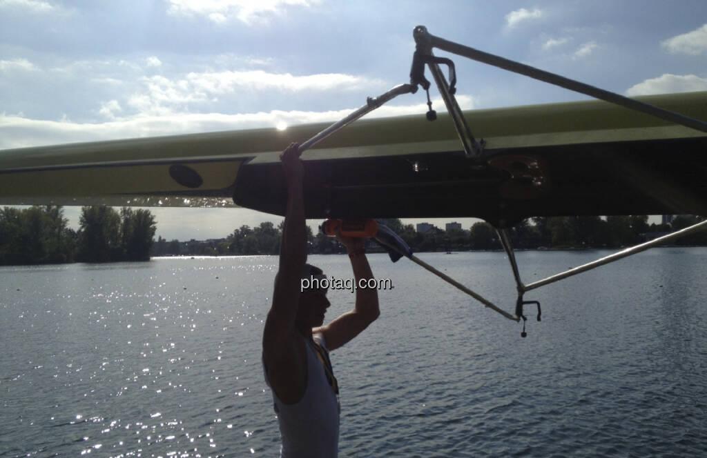 Boot, Heben, Wasser, Rudern, Alte Donau (28.09.2013)