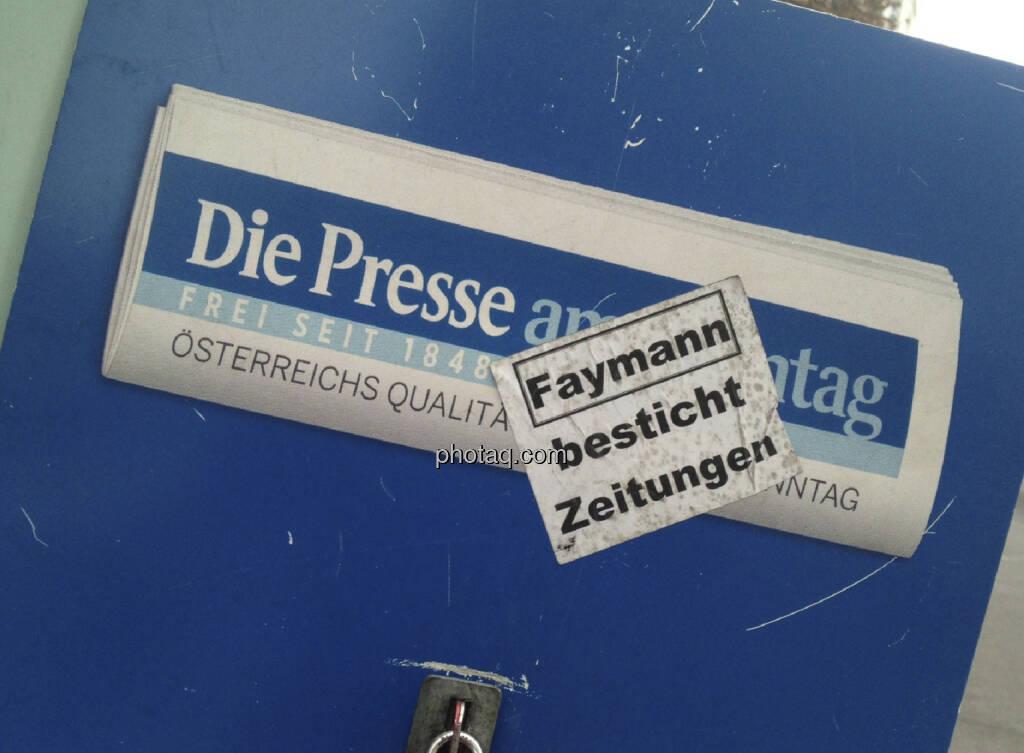 Die Presse am Wahltag mit Faymann-Pickerl überklebt (29.09.2013)