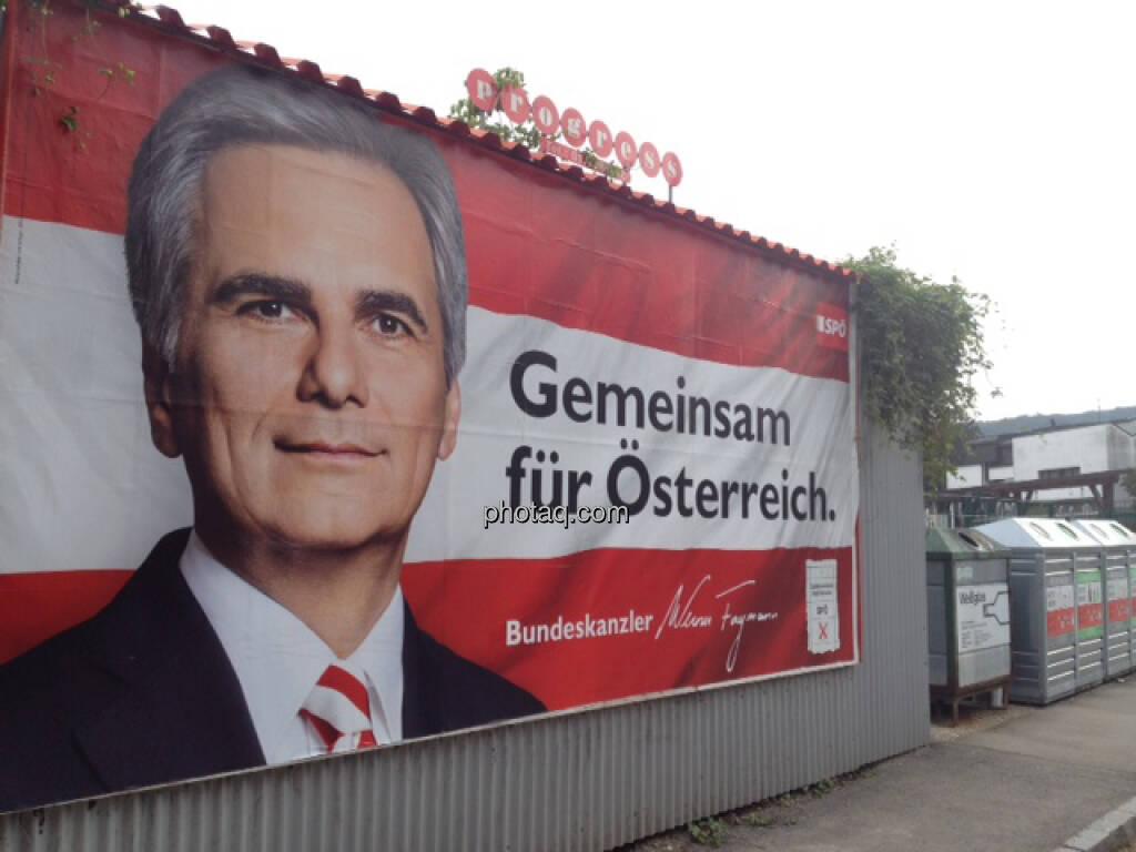 Wahlplakat SPÖ, Werner Faymann vor Altglascontainern  (29.09.2013)