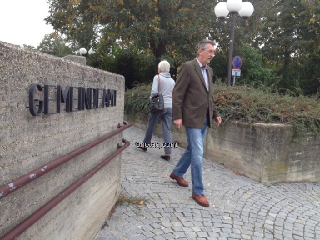 vor dem Gemeindeamt (29.09.2013)
