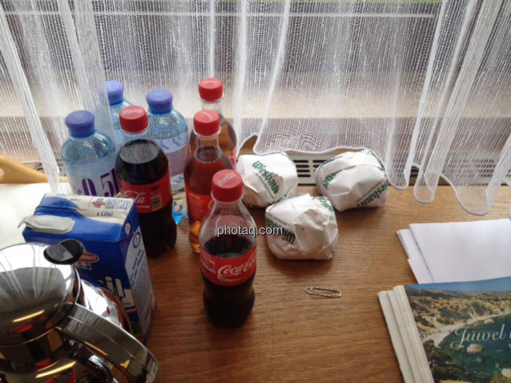 Coca-Cola, Minderalwasser, Wurstsemmeln, Kaffee, Stärkung für die Wahlhelfer (29.09.2013)