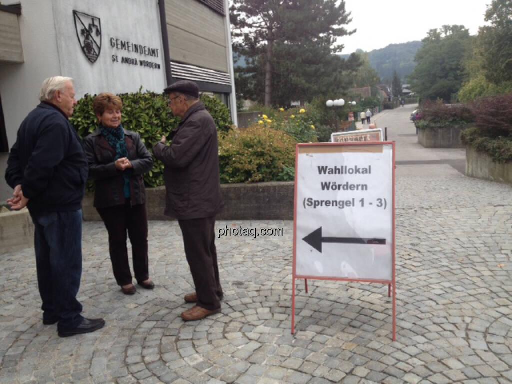 vor dem Gemeindeamt, Wahllokal (29.09.2013)