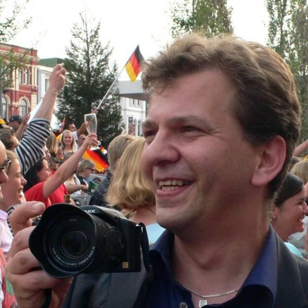 Dirk Elsner, Blogger, Sieger http://smeil-award.com (1. Oktober), finanzmarktfoto.at wünscht alles Gute!, © entweder mit freundlicher Genehmigung der Geburtstagskinder von Facebook oder von den jeweils offiziellen Websites  (01.10.2013)