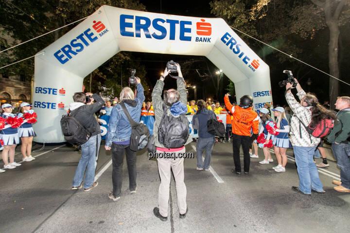 Erste Bank Vienna night run 2013, Startbereich, Fotografen