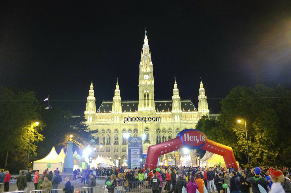 Erste Bank Vienna night run 2013, Rathaus, © finanzmartkfoto.at/Martina Draper/Josef Chladek (01.10.2013)
