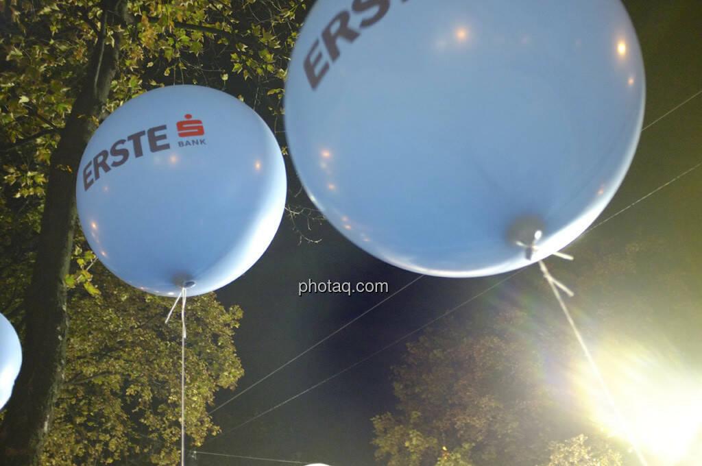 Erste Bank Vienna night run 2013, Luftballons, © finanzmartkfoto.at/Martina Draper/Josef Chladek (01.10.2013)