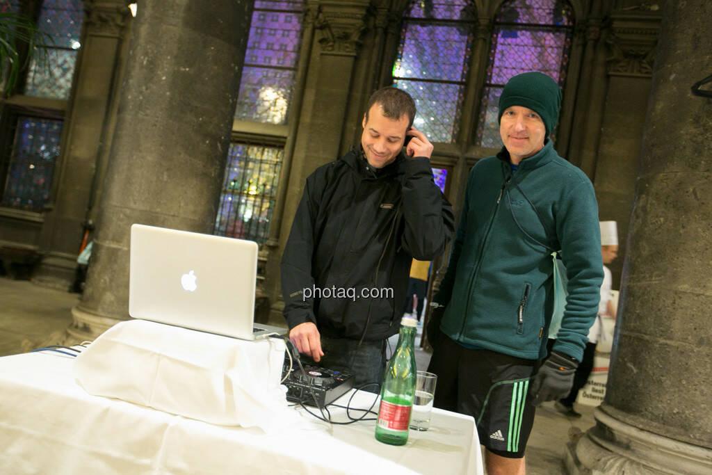 Christian Drastil mit DJ, © finanzmartkfoto.at/Martina Draper/Josef Chladek (01.10.2013)