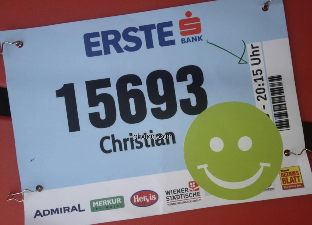 Startnummer mit Smeil: Christian ist exakt 500. geworden, siehe http://runplugged.com/2013/10/02/exakt_auf_rang_500_beim_erste_bank_vienna_night_run_4km_waren_sicher_nicht_4km, © finanzmartkfoto.at/Martina Draper/Josef Chladek (02.10.2013)