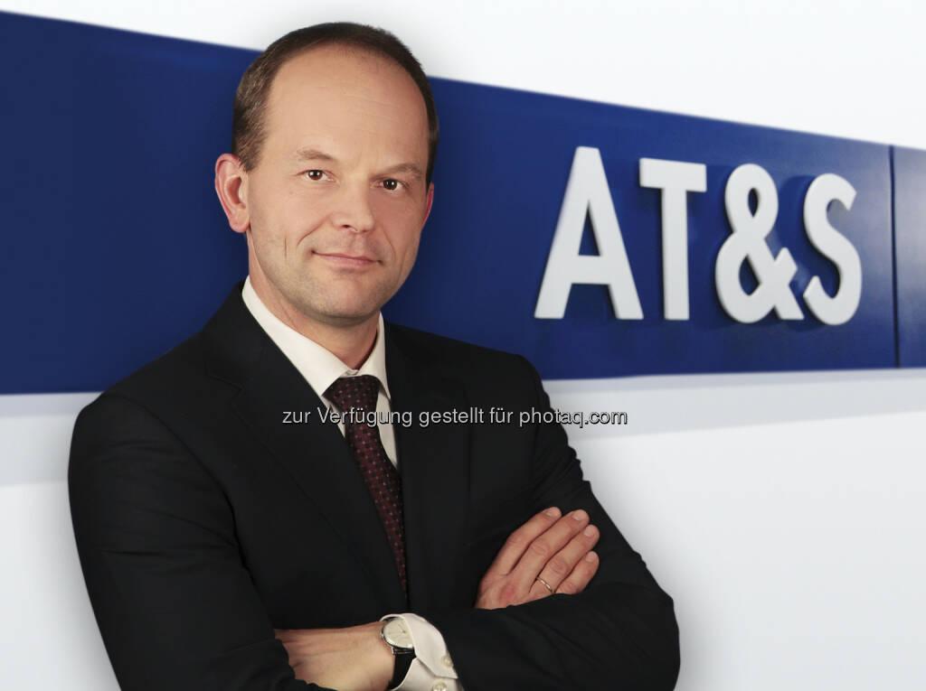 CEO Andreas Gerstenmayer platziert mit AT&S sämtliche 15.527.412 Angebotsaktien, bestehend aus 12.950.000 neuen Aktien und 2.577.412 eigenen Aktien der AT & S Austria Technologie & Systemtechnik Aktiengesellschaft. Diese wurden zum Bezugs- und Angebotspreis von EUR 6,50 im Rahmen der Gesamttransaktion von bestehenden Aktionären bezogen bzw. von neuen Investoren gezeichnet. Die durchgeführte Kapitalerhöhung war für uns ein voller Erfolg. Vor allem die Dimension und die Struktur dieser Transaktion sind für mich sehr bedeutend. Wir konnten unser Grundkapital um 50% erhöhen. Besonders erfreulich ist auch, dass wir in unserem Investorenportfolio einiges bewegt haben. Viele interessante institutionelle Investoren in Europa sind dazugekommen, erklärt Gerstenmayer (c) AT&S (04.10.2013)