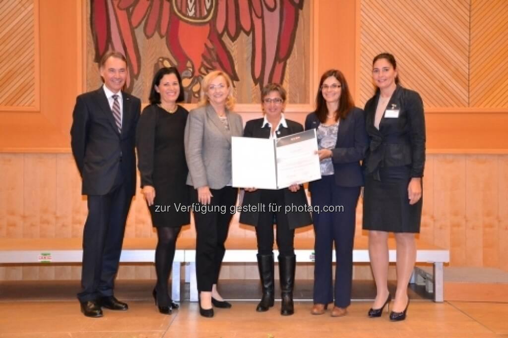 Die börsenotierte Sanochemia Pharmazeutika AG, wurde von der Wirtschaftskammer Burgenland als frauen- und familienfreundliches Unternehmen ausgezeichnet (c) Sanochemia (06.10.2013)