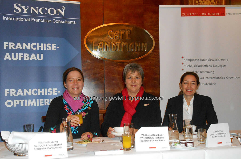 Luden zum Franchise-Frühstück: Die Syncon-Beraterinnen Michaela Jung und Waltraud Martius mit Rechtsanwältin Amelie Pohl (v.l.) (Bild: Syncon) (10.10.2013)