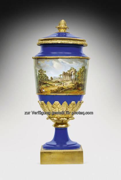 Vase mit russischen Veduten, St. Petersburg, 1825 - 1855  Porzellan, Höhe 108 cm  Schätzwert € 90.000 - 140.000  Auktion 14. Oktober 2013 , © Dorotheum (10.10.2013)