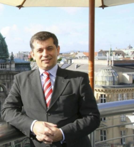 Anastasios Papakostas (10. Oktober), finanzmarktfoto.at wünscht alles Gute!, © entweder mit freundlicher Genehmigung der Geburtstagskinder von Facebook oder von den jeweils offiziellen Websites  (10.10.2013)