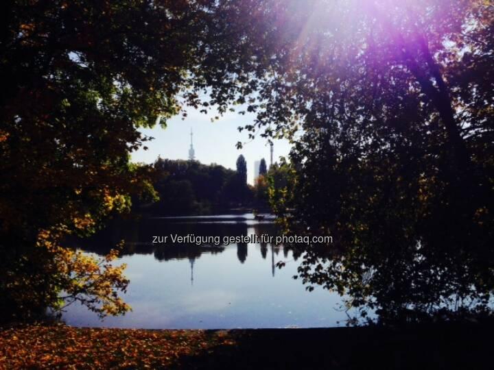 Donauturm, herbstlich, Wasser