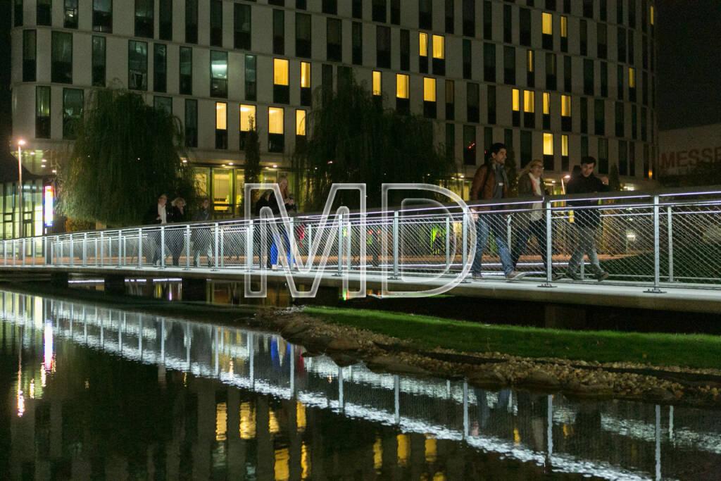Brücke vom Hotel Courtyard by Marriott Wien Messe zum Vierteil Zwei, © Martina Draper (16.10.2013)