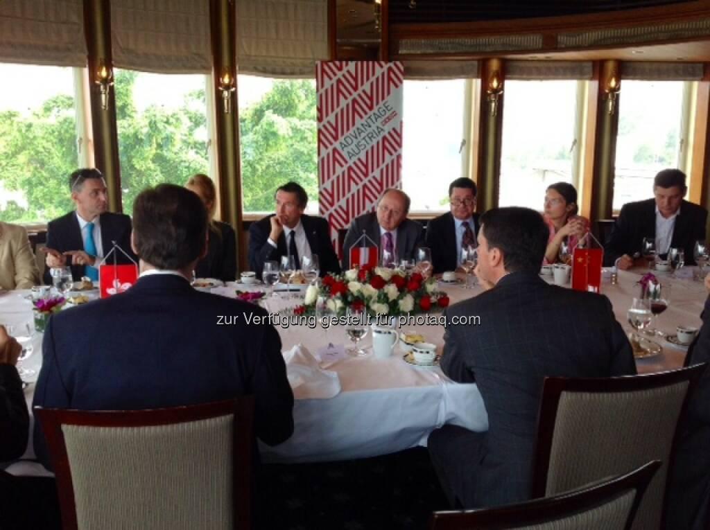 AT&S beim Leaders Lunch im Royal Hong Kong Yacht Club - Tolle Firmenvertreter aus Österreich, die in Hong Kong reüssieren konnten - auf Initative von Walter Koren (Martin Theyer, AT&S) (16.10.2013)