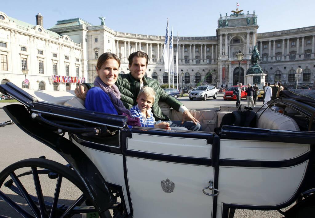 Erste Bank Open 2013, Wiener Stadthalle: Tommy Haas mit seiner Schwester Sabine und Neffe bei einer Kutschenfahrt im Fiaker durch Wien (Copyright e|motion/zolles.com/Robert Zolles) (16.10.2013)