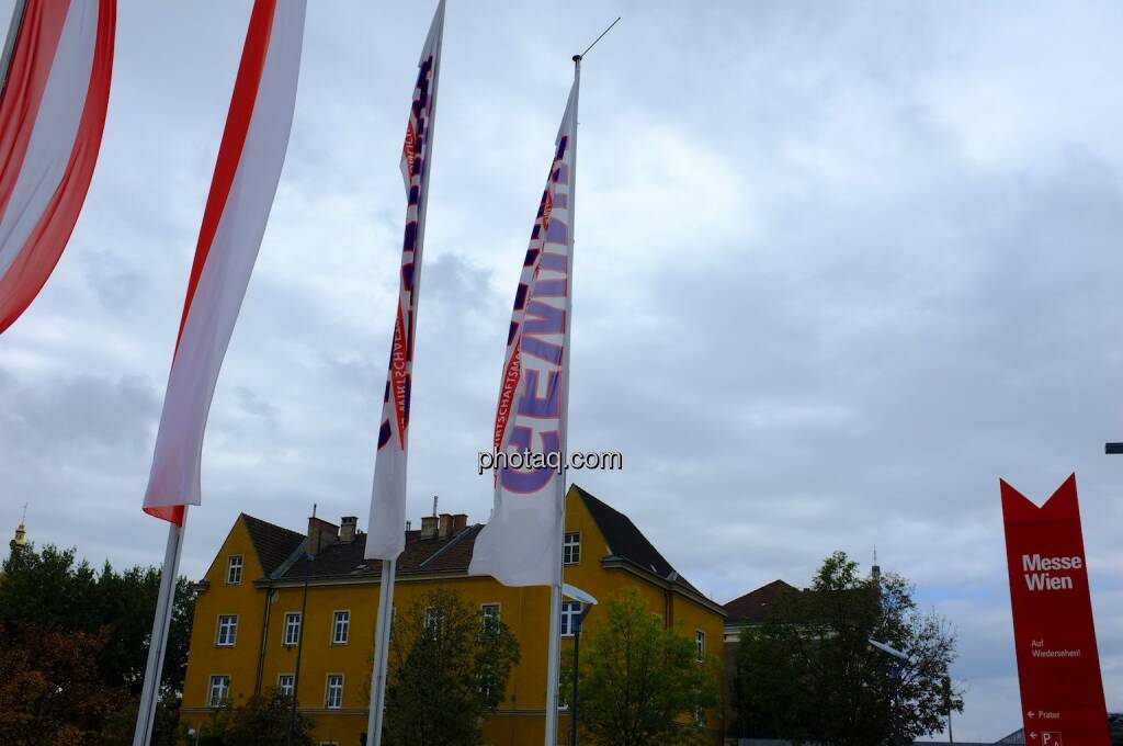 Messe Wien, Gewinn, Flaggen (17.10.2013)