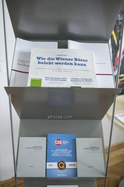 Fachhefte im Zeitungsständer des Finanzministeriums (c) Martina Draper (15.12.2012)