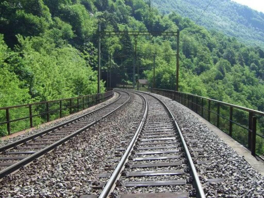 Gemeinsam mit den Schweizerischen Bundesbahnen testet die voestalpine Schienen die neueste Schienengeneration. Die Sihltal Zürich Uetliberg Bahn setzt bereits seit 2012 auf die wärmebehandelten Schienen. http://bit.ly/1beOaG1 (23.10.2013)