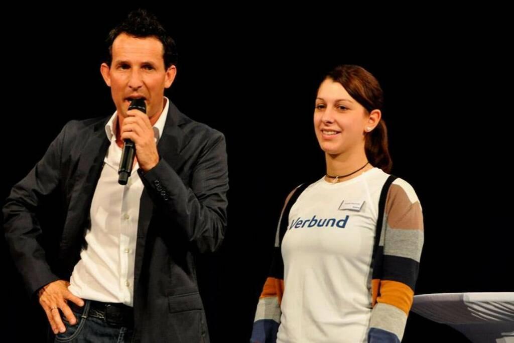 Verbund: Brigitte Mayrhofer, Lehrling im 4. Jahr präsentiert den Doppelberuf von Verbund (23.10.2013)