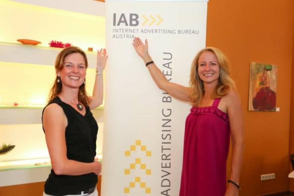 Lilian Meyer-Janzek (Geschäftsführerin) und Martina Zadina (Präsidentin) bleiben die IAB-Austria-Chefinnen (c) IAB (24.10.2013)