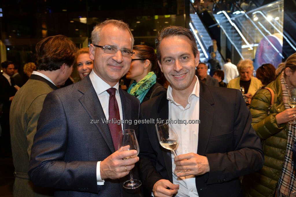 Volksbank-Vorstand Wolfgang Layr, Wiener Bezirksblatt-Geschäftsführer Thomas Strachota, © leisure.at/Christian Jobst (25.10.2013)