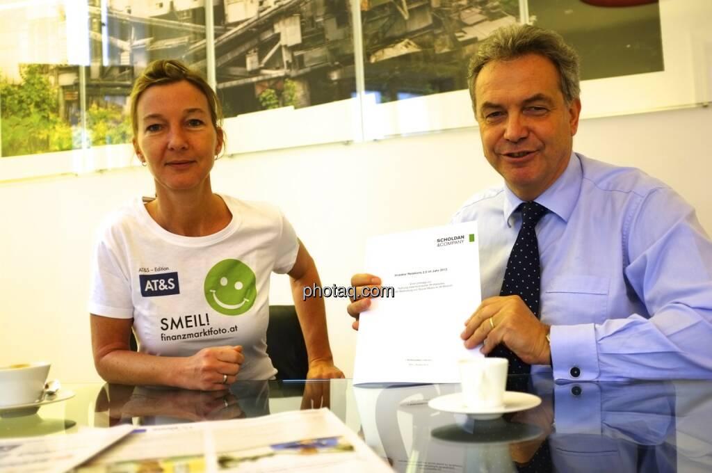 Doris Gstatter, Bernhard Grabmayr (Scholdan & Company) präsentieren Investor Relations 2.0 im Jahr 2013, © Scholdan & Company (25.10.2013)