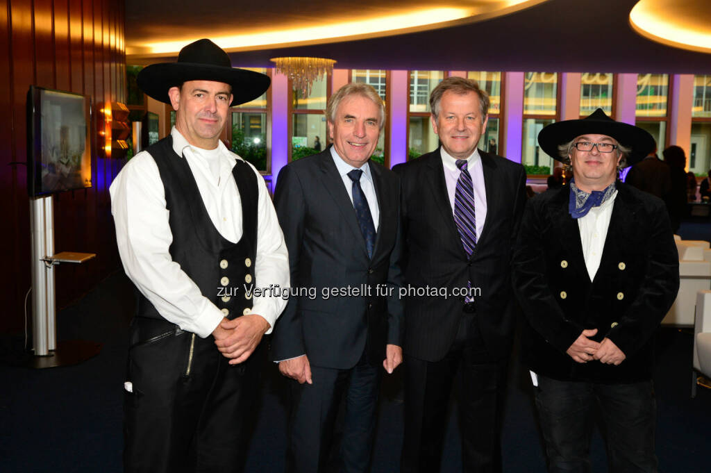 Jürgen Roters, Oberbürgermeister Köln (in der Mitte links), Eduard Zehetner, CEO Immofinanz Group (in der Mitte rechts) - Immofinanz feiert Richtfest im Gerling Quartier (Bild: Immofinanz) (28.10.2013)