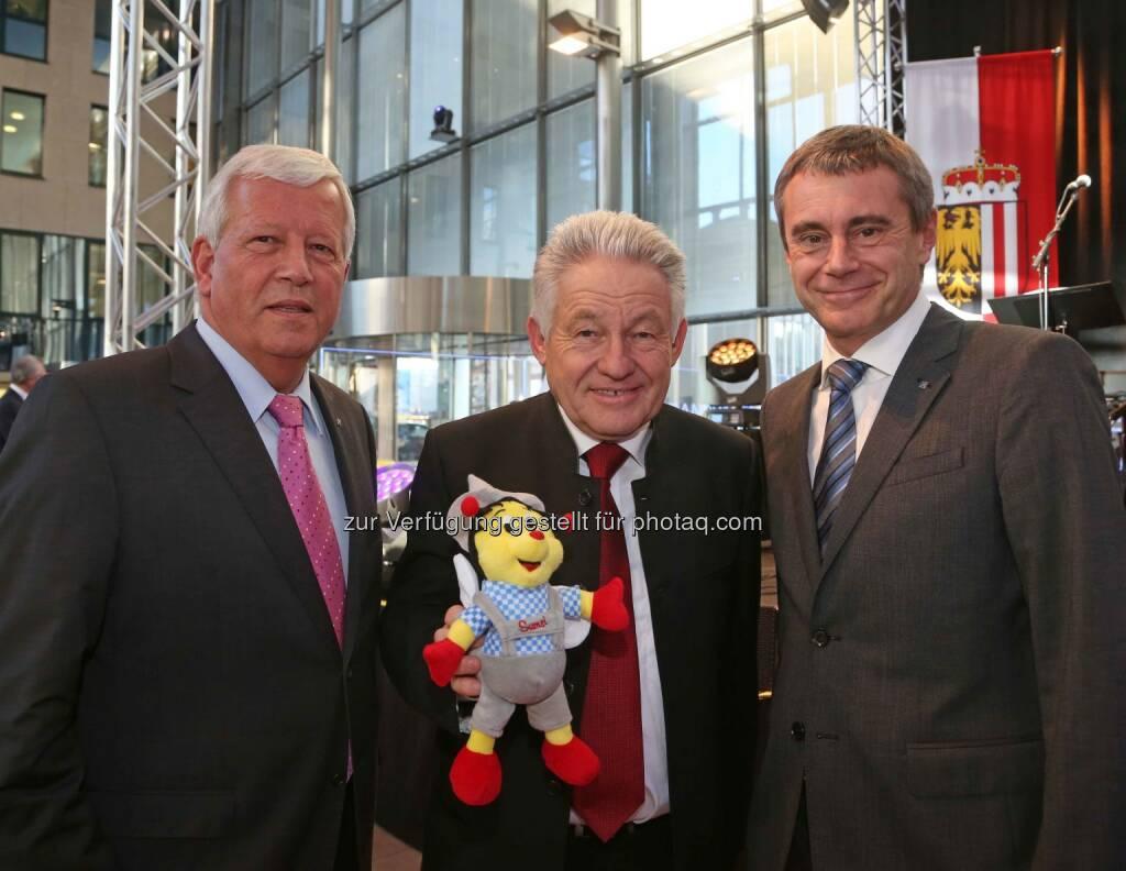 Jakob Auer (RLB OÖ), Landeshauptmann Josef Pühringer, Heinrich Schaller (RLB OÖ) - (Bild: RLB OÖ/Strobl) (01.11.2013)