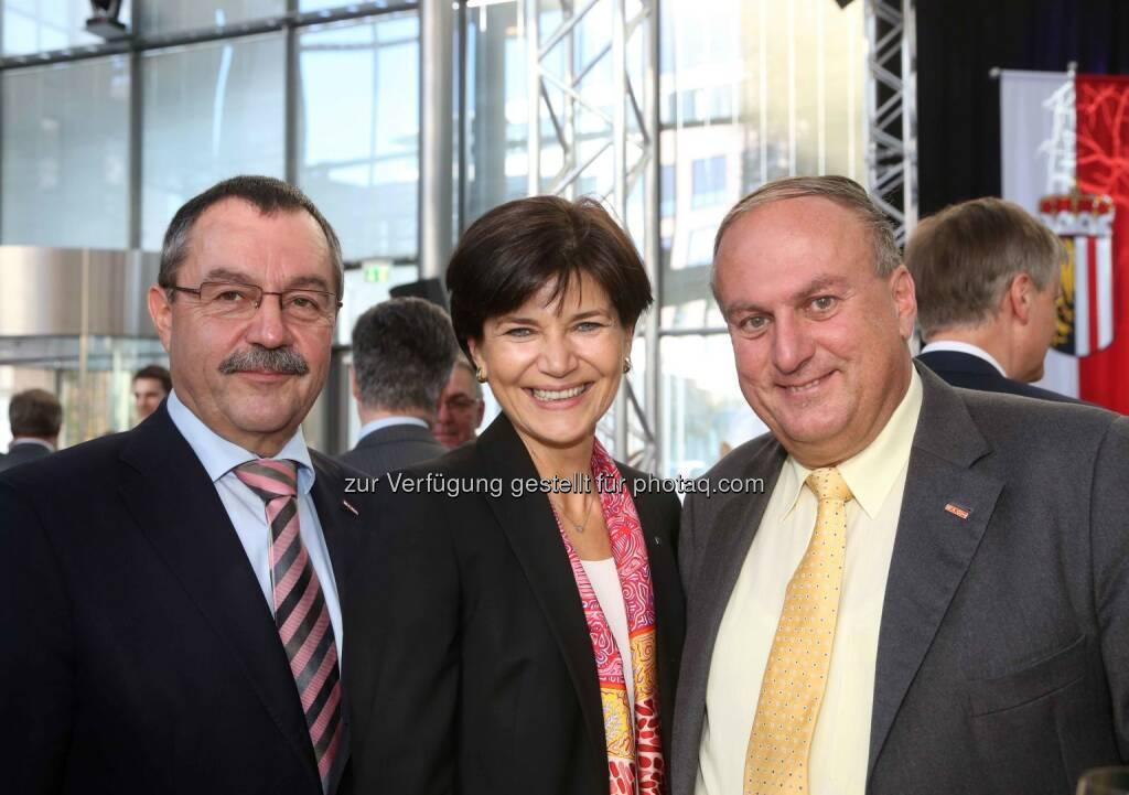 Walter Bremberger (WKOÖ), Michaela Keplinger-Mitterlehner (RLB OÖ), Rudolf Trauner (Präsident WKOÖ) - (Bild: RLB OÖ/Strobl) (01.11.2013)
