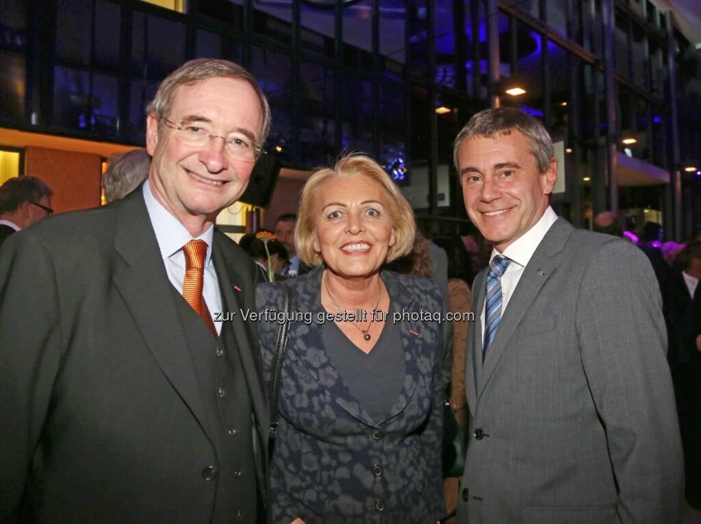 Christoph Leitl (WKO), Anna Maria Hochhauser (WKO), Heinrich Schaller (RLB OÖ) - (Bild: RLB OÖ/Strobl) (01.11.2013)