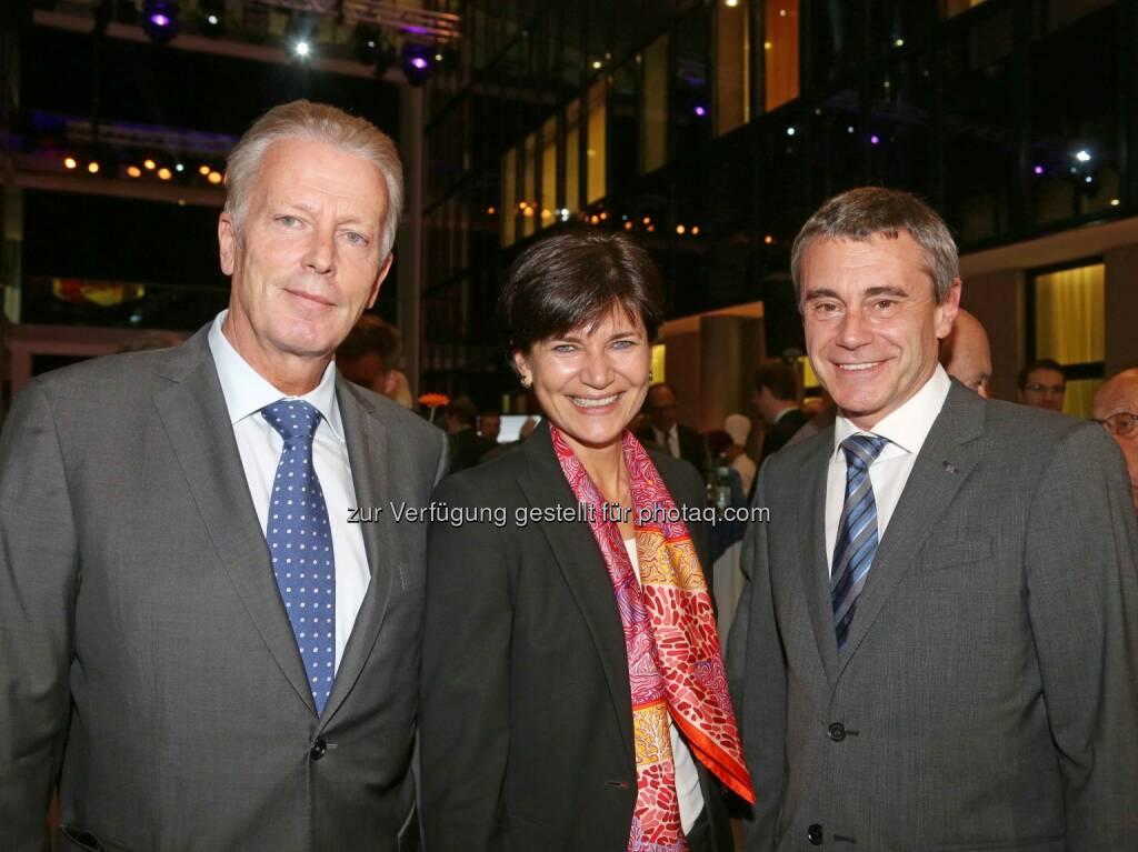 Reinhold Mitterlehner (Bundesminister), Michaela Keplinger-Mitterlehner (RLB OÖ), Heinrich Schaller (RLB OÖ) - (Bild: RLB OÖ/Strobl) (01.11.2013)