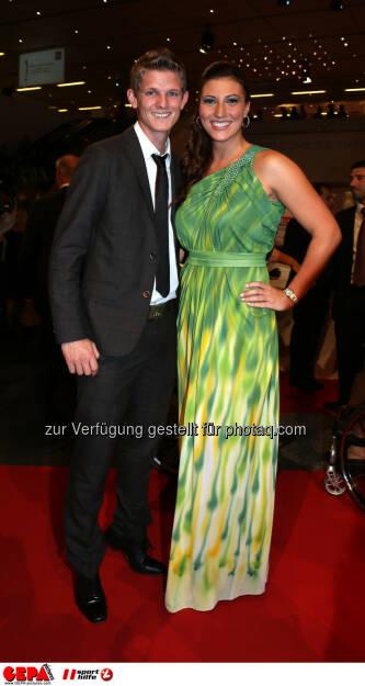 Thomas Morgenstern und Mirna Jukic (AUT). Foto: GEPA pictures/ Hans Oberlaender (02.11.2013)