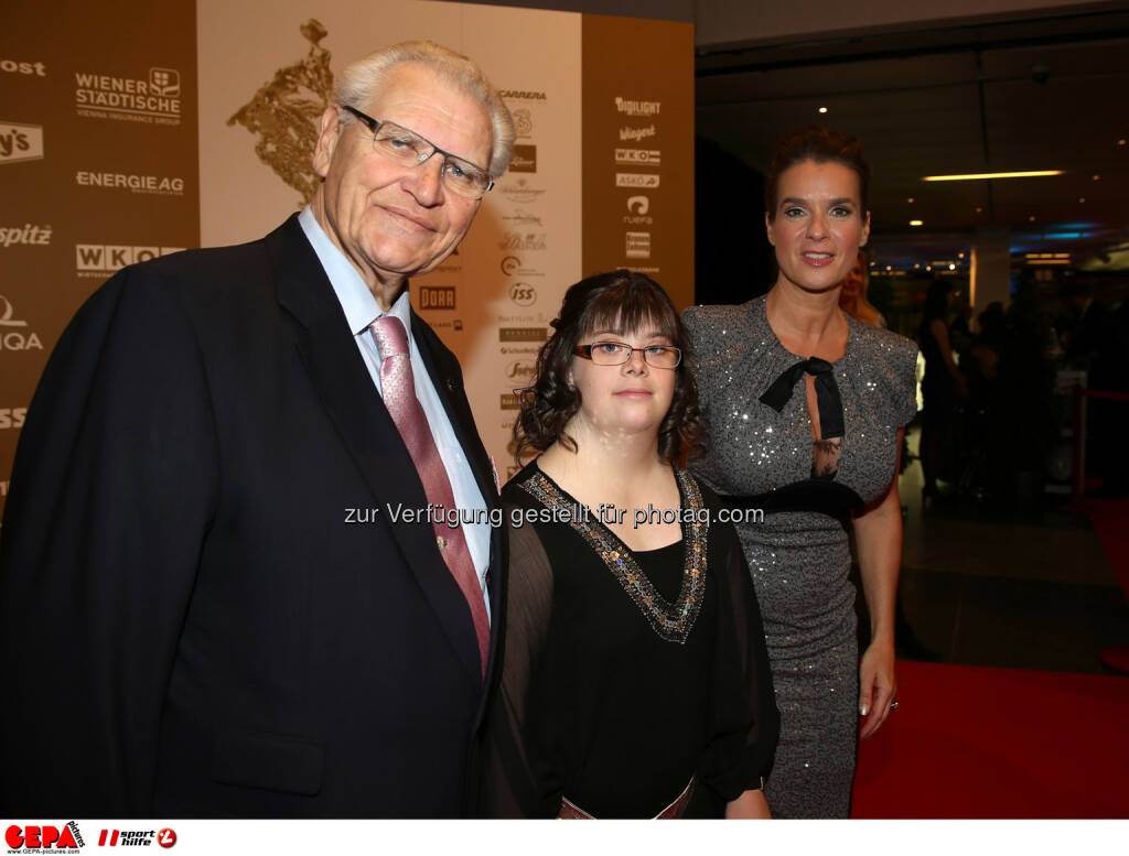 Hermann Kroell (Special Olympics), Theresa Broier (AUT) und Katharina Witt. Foto: GEPA pictures/ Hans Oberlaender (02.11.2013)