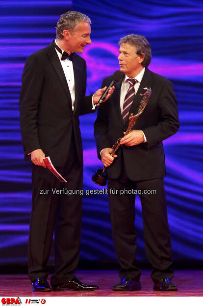 Moderator Rainer Pariasek und Praesident Peter Schroecksnadel (OESV). Keywords: Special Award. Foto: GEPA pictures/ Christian Walgram (02.11.2013)
