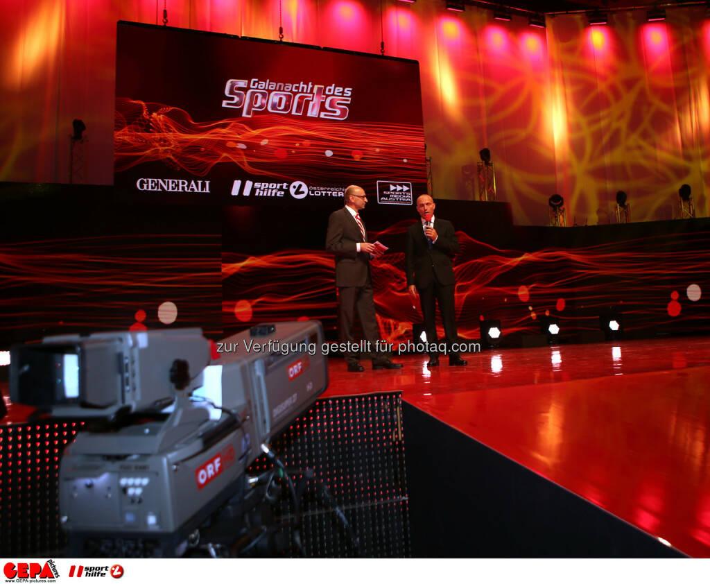 Moderator Tom Blaeumauer und Sportminister und Praesident Gerald Klug (Sporthilfe). Foto: GEPA pictures/ Markus Oberlaender (02.11.2013)