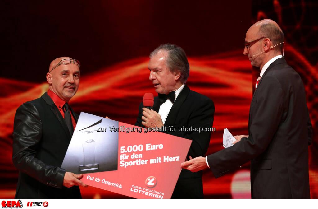 Ulf Arlati (HSC Graz),  Vorstand Friedrich Stickler (Lotterien) und Moderator Tom Blaeumauer. Foto: GEPA pictures/ Markus Oberlaender (02.11.2013)
