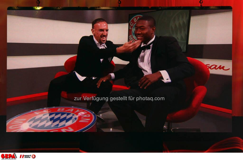 Frank Ribery und David Alaba (FC Bayern Muenchen) auf einer Videowall. Foto: GEPA pictures/ Christian Walgram (02.11.2013)