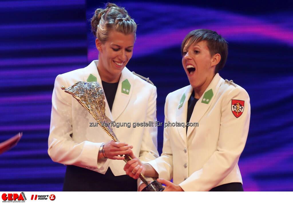 Stefanie Schwaiger und Doris Schwaiger (AUT). Foto: GEPA pictures/ Christian Walgram (02.11.2013)
