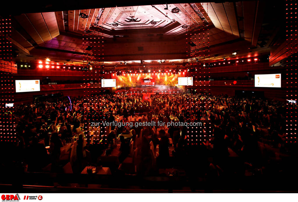 Saal mit Publikum. Foto: GEPA pictures/ Walter Luger (02.11.2013)