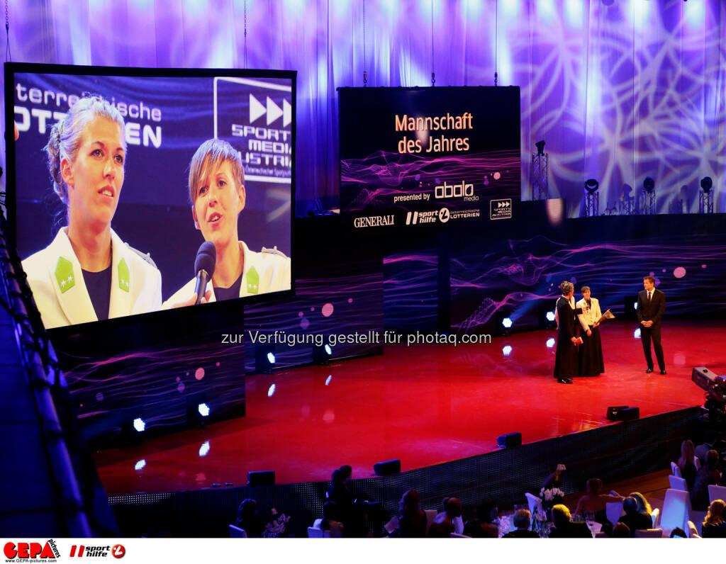 Stefanie Schwaiger und Doris Schwaiger-Robl (AUT) auf einer Videowall. Foto: GEPA pictures/ Walter Luger (02.11.2013)